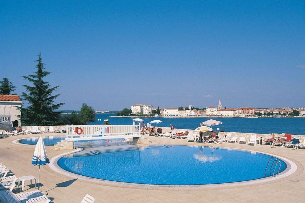 Fortuna Island pool