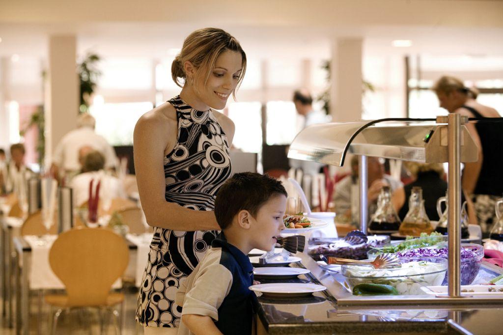 Valamar_Luna_Active_Resort_restaurant