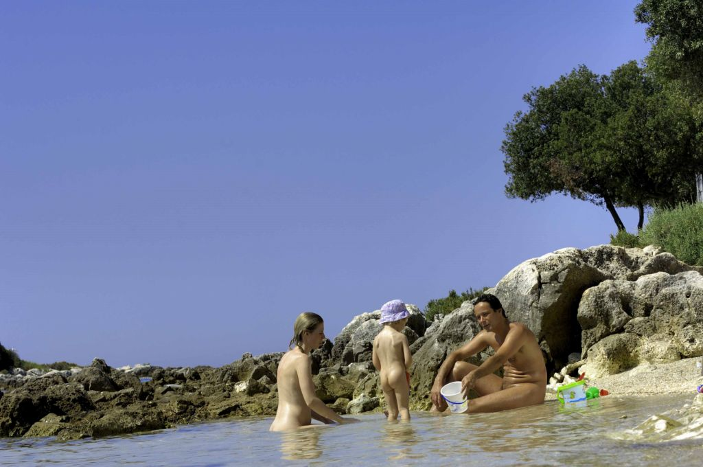 Solaris_Naturist_Camping_Istra_family_beach