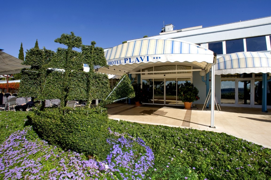 Hotel plavi porec istria information and photos for Camere a porec